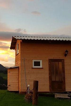 Tiny House & Schlafen im Stroh - Hof Bärüti Romoos